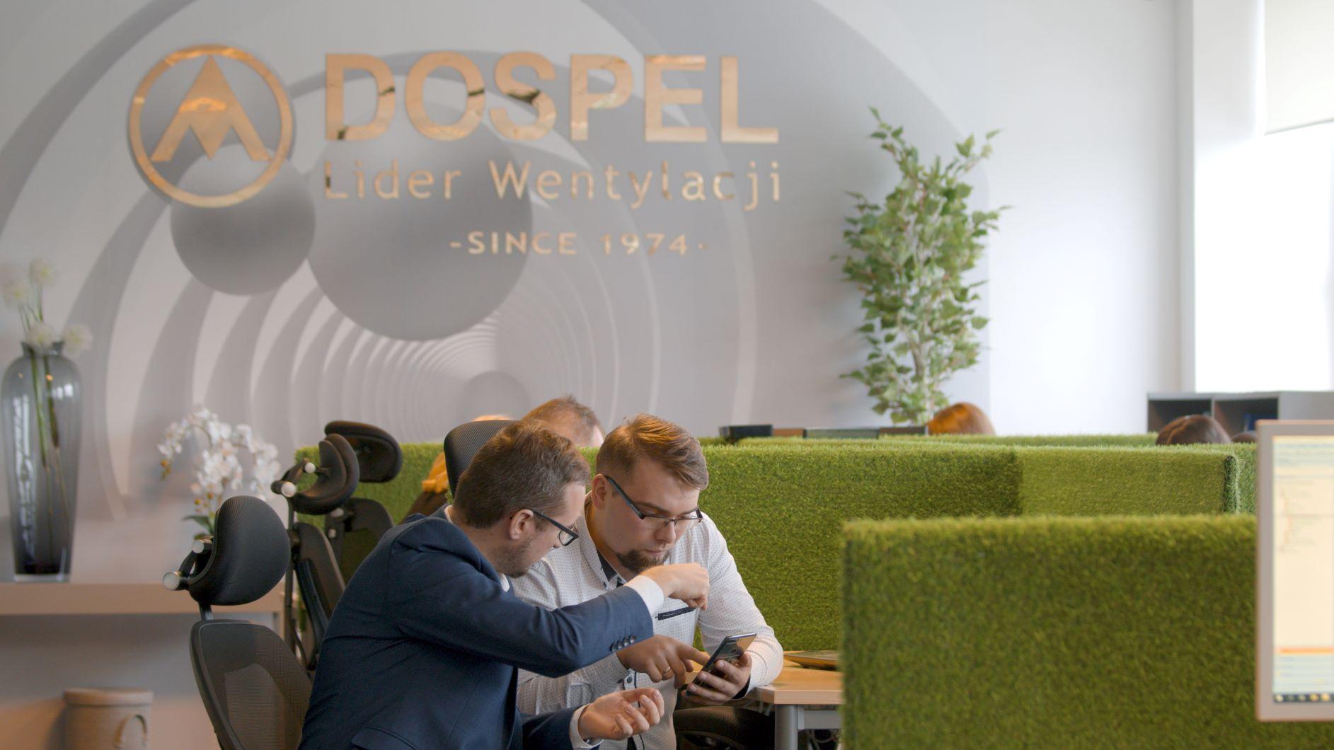 dospel, praca, lider wentylacji, biuro, pracownicy, wentylacja, wentylatory, handlowcy, przedstawiciele, miła atmosfera
